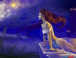 Девушка смотрит на небо