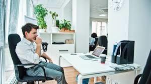 Muzhchina v ofise